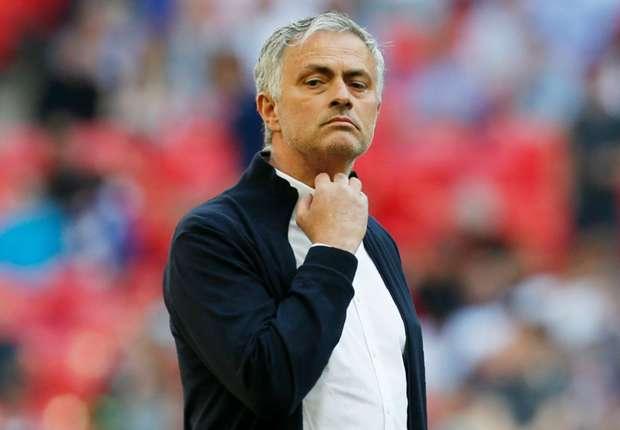 jose-mourinho-manchester-united-2017-18_ml7rh65s2kpw14z7l6x1tjf56